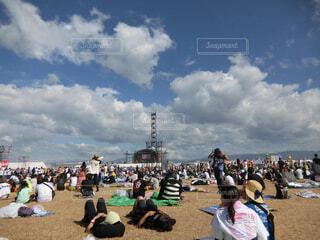 ビーチは人の観衆の写真・画像素材[1605576]