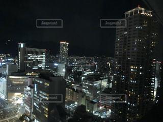夜の街の景色の写真・画像素材[1736806]