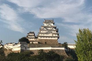 バック グラウンドで姫路城と曇りの日に城の写真・画像素材[1738991]