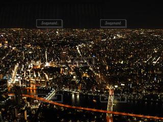 夜のライトアップされた街の写真・画像素材[1758567]