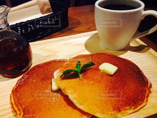 クローズ アップ食べ物の皿とコーヒー カップの写真・画像素材[1874058]