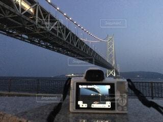 水の上に橋を渡る列車の写真・画像素材[2319974]