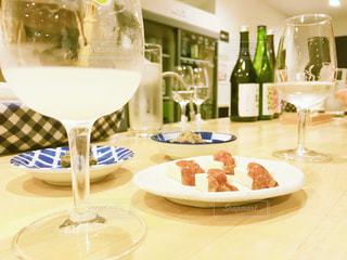ワイングラスを入れた皿の写真・画像素材[2343455]