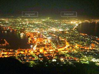 夜の街の眺めの写真・画像素材[2387797]