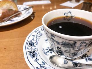 コーヒーカップを皿の上に閉じるの写真・画像素材[2998554]