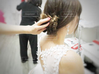 白いドレスを着た女性の写真・画像素材[3027086]