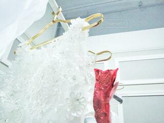 赤と白のドレスの写真・画像素材[3027091]
