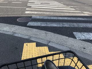 街の通りのベンチの写真・画像素材[3083376]
