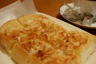 はまもと珈琲のアーモンドトーストの写真・画像素材[3688498]