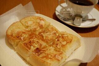 はまもと珈琲のアーモンドトーストの写真・画像素材[3688501]