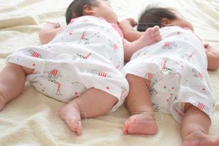 双子ちゃんお昼寝の写真・画像素材[1526726]