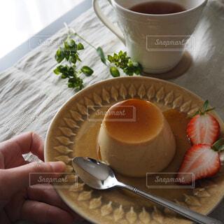 手作りプリンと紅茶の写真・画像素材[1566975]