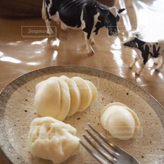 チーズ作り体験 出来立てモッツァレラチーズの写真・画像素材[1570895]