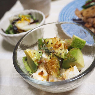アボカドと豆腐のおかか和えの写真・画像素材[1644198]
