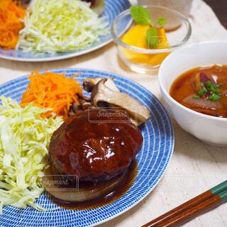 夕食 煮込みハンバーグの写真・画像素材[1644208]