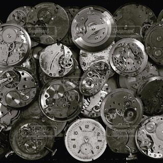 沢山の古い時計の写真・画像素材[1529726]