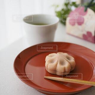 桜色の和菓子の写真・画像素材[1859850]