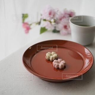 和三盆糖のお干菓子でお茶の時間の写真・画像素材[1874210]