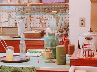 散らかってる食卓の写真・画像素材[1879834]