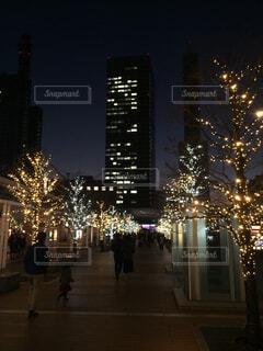 ライトアップされた冬の街の写真・画像素材[1532356]
