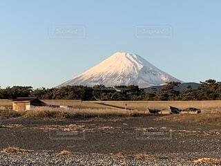 原海岸から見た初冬の富士山の写真・画像素材[2783043]