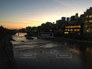 鴨川と夕焼けの写真・画像素材[1532418]