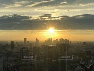 夕暮れ時の都市の景色の写真・画像素材[1532949]