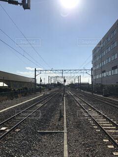 まっすぐな線路の写真・画像素材[1533393]