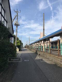 無人駅と道路の写真・画像素材[1533394]