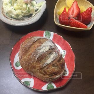 テーブルの上の朝食の写真・画像素材[1537803]