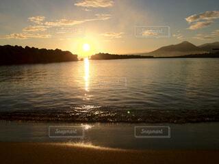 実家の近所のビーチから見たサンライズの写真・画像素材[1548656]