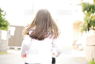 白いシャツの女の写真・画像素材[1856513]