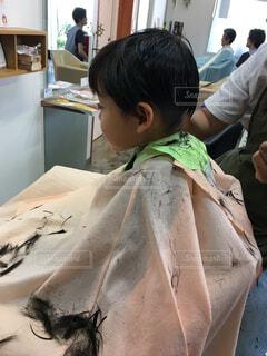 男の子のヘアカット(散髪)の写真・画像素材[1536204]