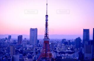 夕暮れ時のタワーの写真・画像素材[1537603]