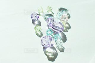 紫色の花一杯の花瓶の写真・画像素材[1666992]