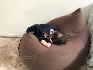 行き倒れ赤ちゃんの写真・画像素材[1546081]
