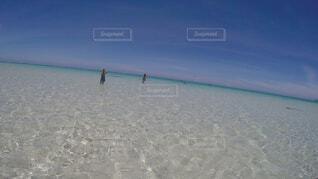 どこまでも続く遠浅な海の写真・画像素材[1545406]