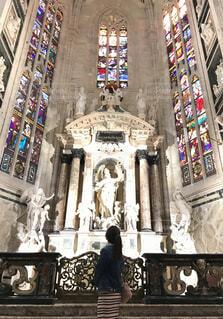 ドゥオーモのステンドグラスに魅せられての写真・画像素材[1544536]
