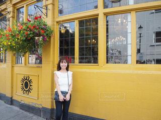 ノッティングヒルの黄色の写真・画像素材[1591469]