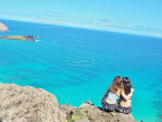 ハワイの絶景を親友との写真・画像素材[1599584]