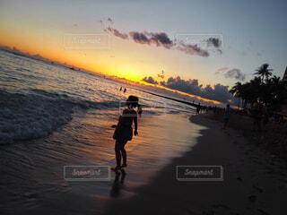 Dancing on the beachの写真・画像素材[1599589]