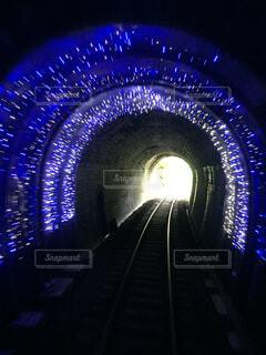 トンネルのイルミネーションの写真・画像素材[858475]