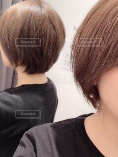 鏡で後ろ姿チェック☝️の写真・画像素材[2263472]