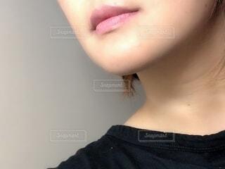 口紅塗った女性の写真・画像素材[2473566]