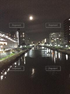 川と月明かりの写真・画像素材[1551407]