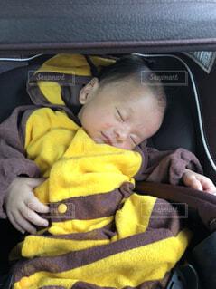 車に座っている赤ちゃんの写真・画像素材[1541924]