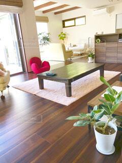 リビング ルームの家具、木製の床の写真・画像素材[1540061]