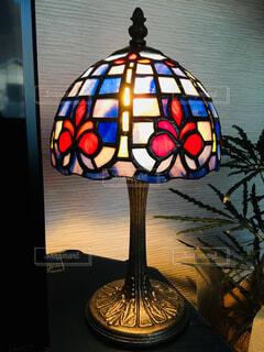 ステンドグラスで作ったランプの写真・画像素材[1540322]