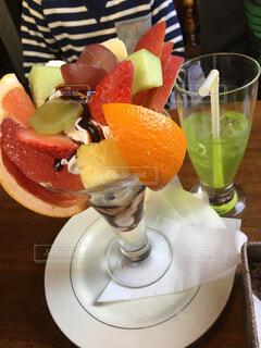 喫茶店のフルーツパフェの写真・画像素材[1540394]