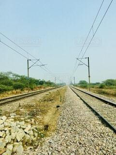 線路上の列車の写真・画像素材[4692239]